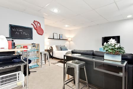 Stylish suite in DC, free parking