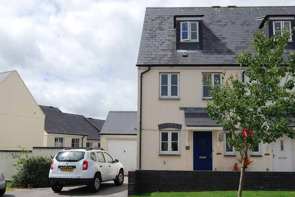 Modern house ideal for exploring cornwall townhouses for Modern house for rent