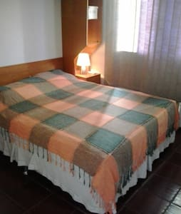 Nice room in very central zone of the city! Perfect for CARNAVAL! Ideal for foreigners that want fast acess to the main sightseeing points in Rio, specially the Corcovado and the Sugar Loaf. Copacabana and Ipanema beachs are 15 minutes away by bus!