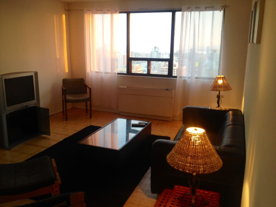 Yonge bloor lakeview master br apartments for rent in for Best private dining rooms downtown toronto