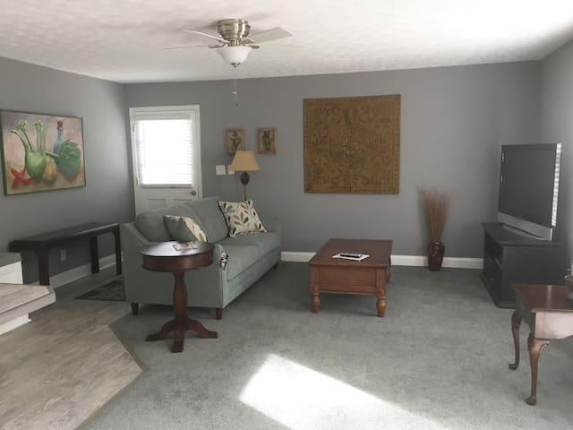 Private (in-law) apartment in historic Covington