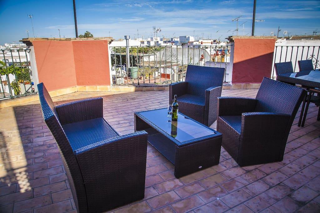 Tico en arco macarena centro apartamentos con for Alquiler apartamentos sevilla espana