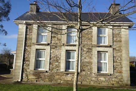 West Cork cottage sleeps 8