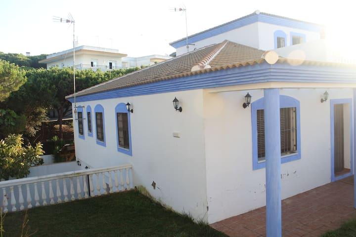 Casa con jardin, pinares y playa - Mazagón - Casa