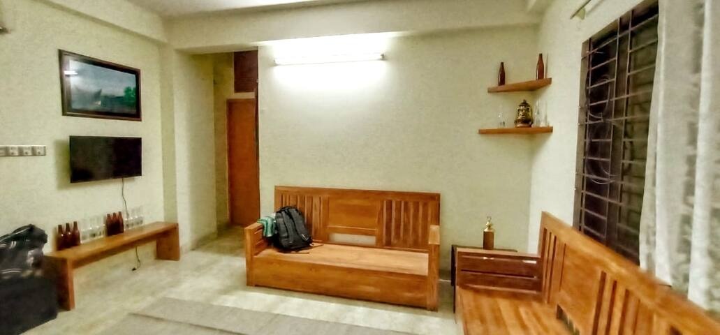 11 Min to Airport- Lakeview Queen Room + Balcony