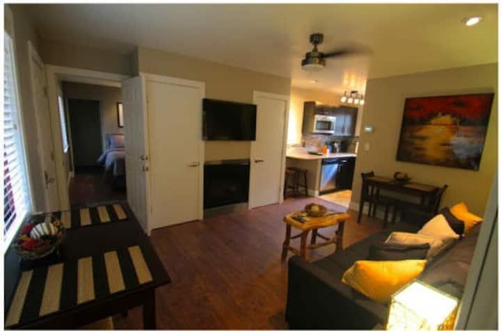Lakeside Gondola Residence Lodge - 2 Bedroom Suite