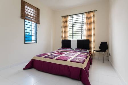 Medium Room near Broga Hill - Mantin - Bungalow