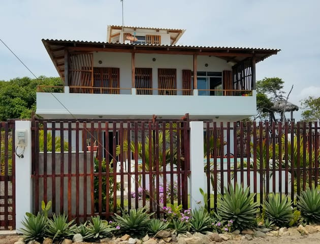 Casita Las Mareas Beachfront Guesthouse 2