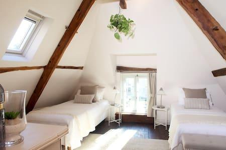 Chambre Aux Sabots Rouges - room FOUR - Guémené-sur-Scorff