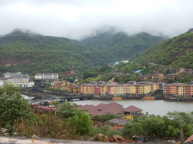 Hill View Street Bungalow with mesmerising views! - Lavasa - Appartement