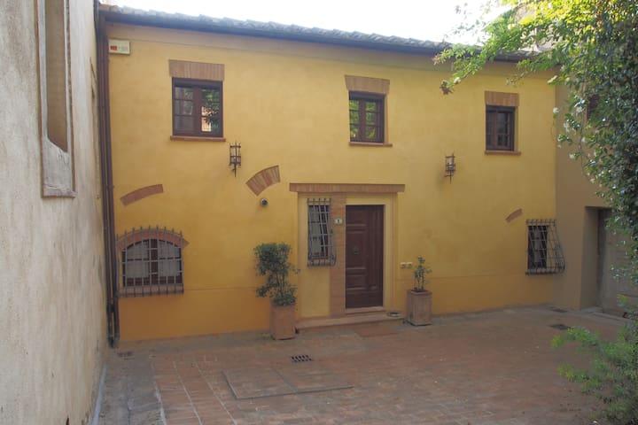 PIAZZETTA S.BARTOLOMEO - Montepulciano - Casa