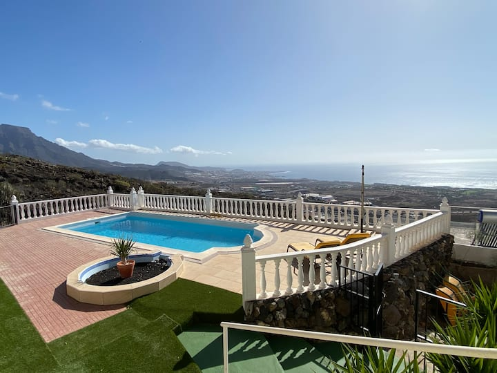 Four Bedroom Villa with Ocean View and Heated Pool