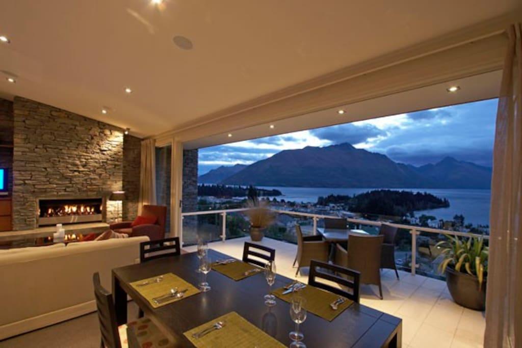 Dining Living Views!!