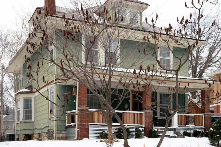 Creative Kick Boarding House: Room1 - Kansas City - Talo