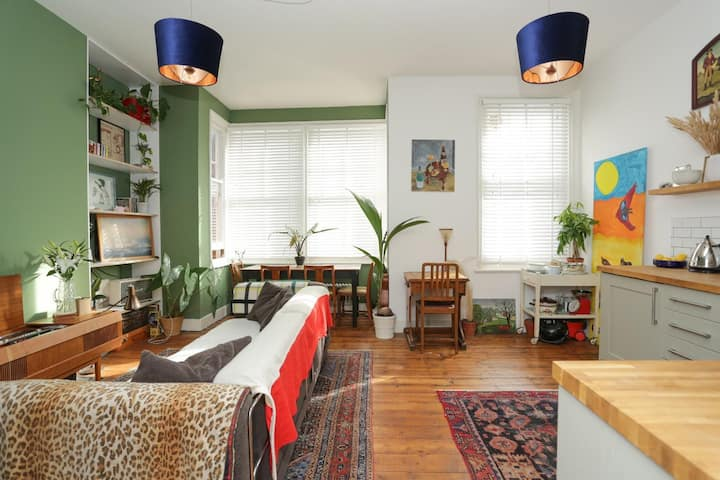 Beautiful, bright and spacious flat near the Lido