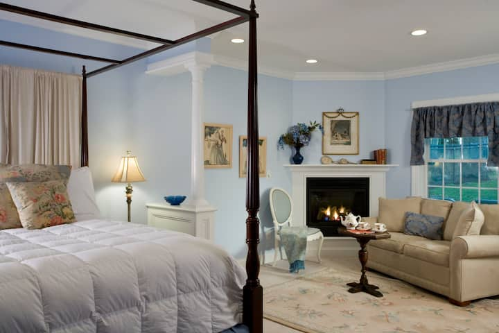 ★HAMPTON TERRACE INN ★Romantic Getaway W/ Double Jacuzzi, Fireplace & King Bed