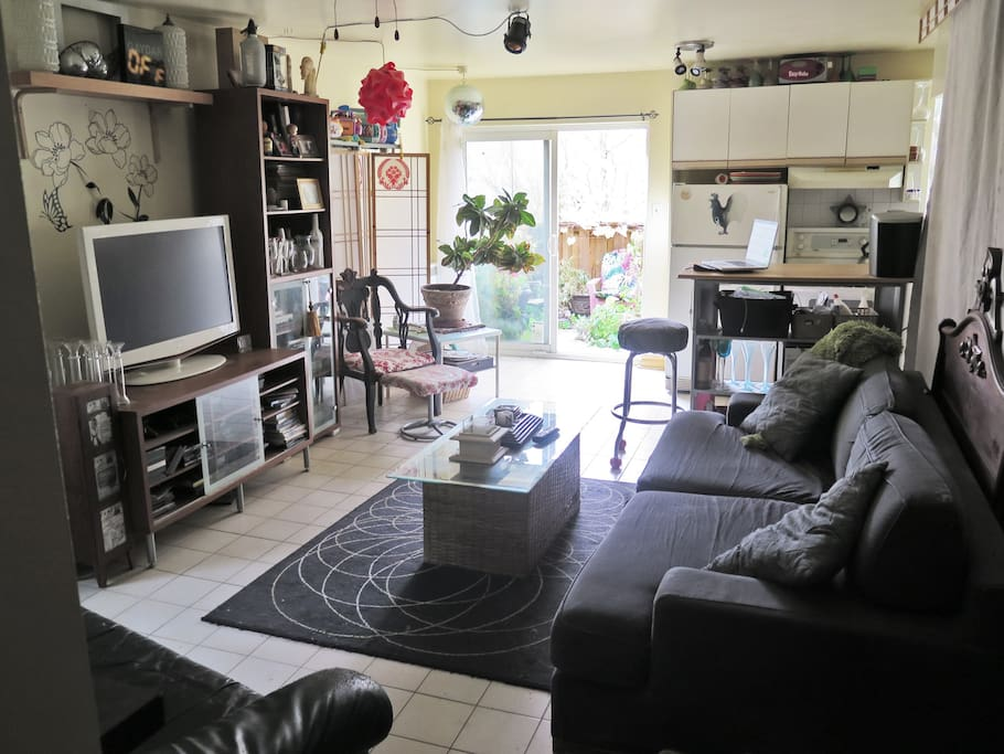 Cozy 1 Bedroom Apartment 2 Beds Close To Subway Flats For Rent In Toront
