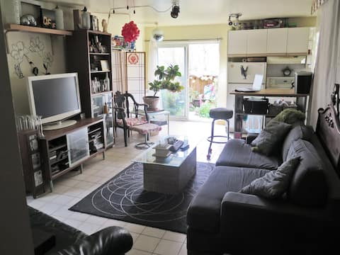 Cozy 1 bedroom apartment (2 beds) close to subway.