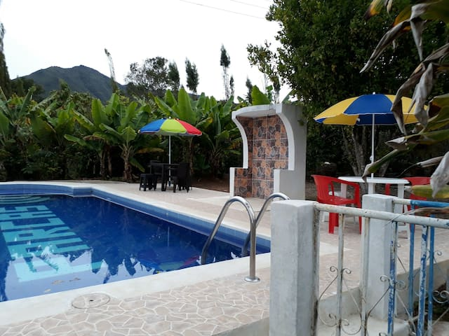 Cabaña de descanso  con piscina