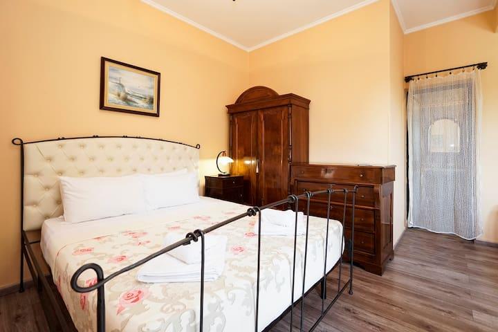 Triple Room with Balcony - Tiranë - Bed & Breakfast