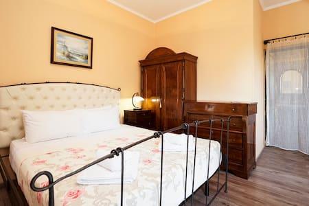 Triple Room with Balcony - Tiranë