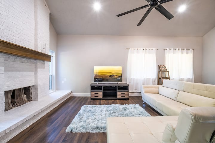 Beautiful Updated Home Centrally Located in Dallas