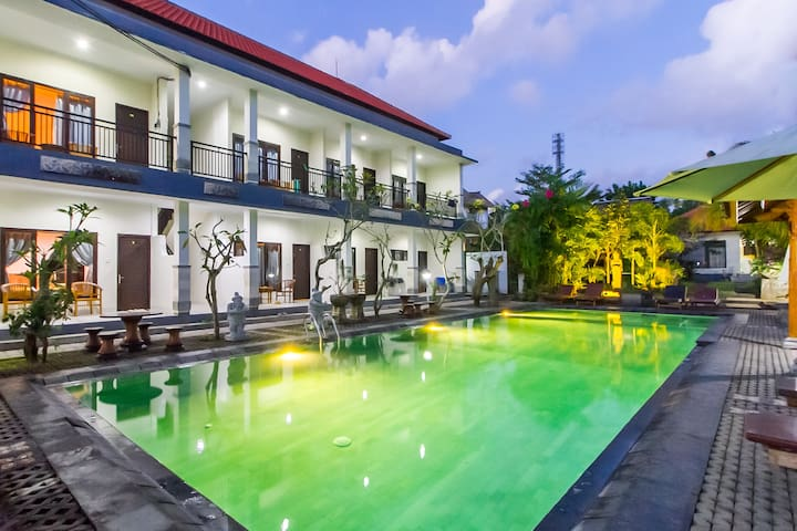 Stay in Tropical Holiday Room Near Uluwatu Beach