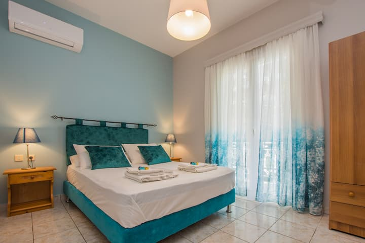 Two-Bedroom Apartment - 150m away from the beach!