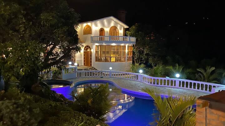Se alquila hermosa casa de Campo