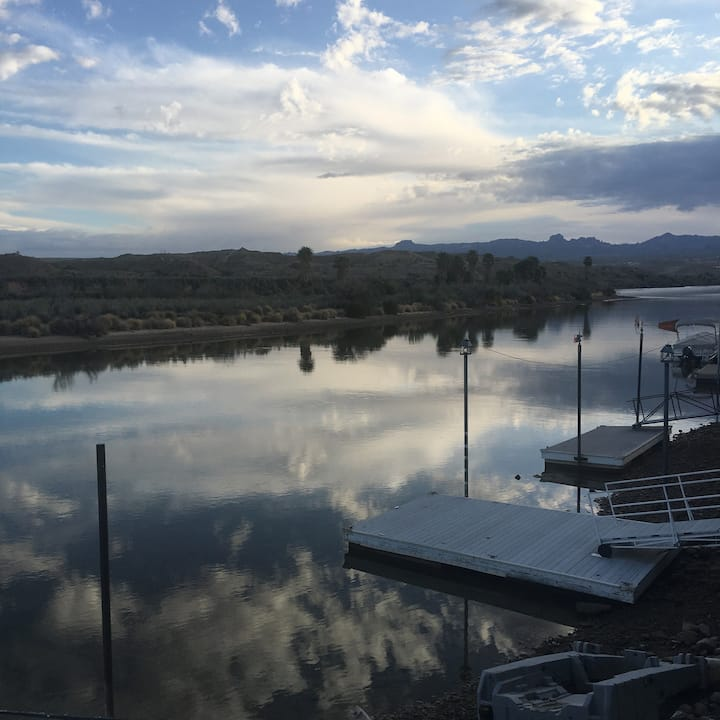 Riverfront w/ private dock in Bullhead City AZ