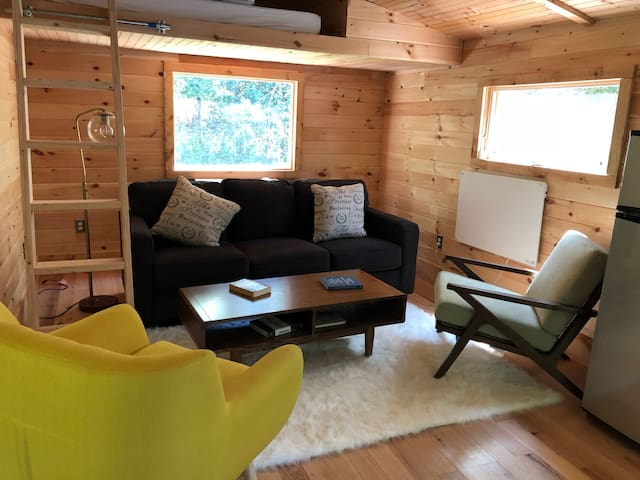 Country Getaway Tiny House in Woods w/Pool nearby.