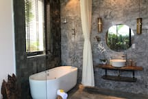 Palm Cove Vietnam-jacuzzi,pool,walk to beach villa