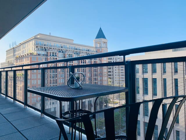 ⭐️ Top Choice ⭐️ 1 bedroom w/ balcony ⭐️ White House