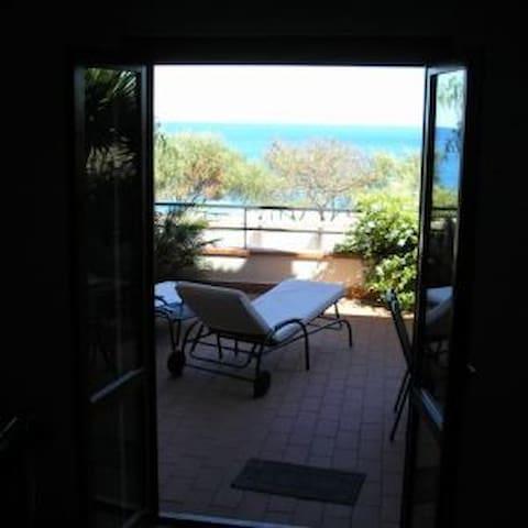 Holiday Taormina Apartment next to the beach