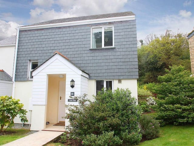 COVE TRAIL COTTAGE, family friendly in Falmouth, Ref 959718