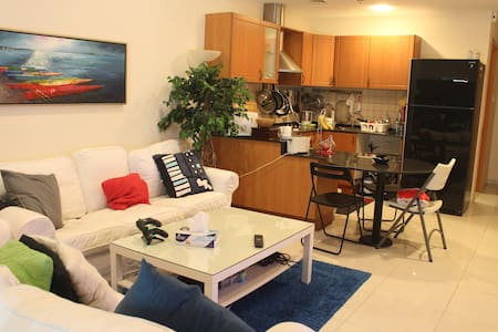 Shared Studio Apartment - (Pool, Gym, TV, WiFi) - Dubai - Lejlighed