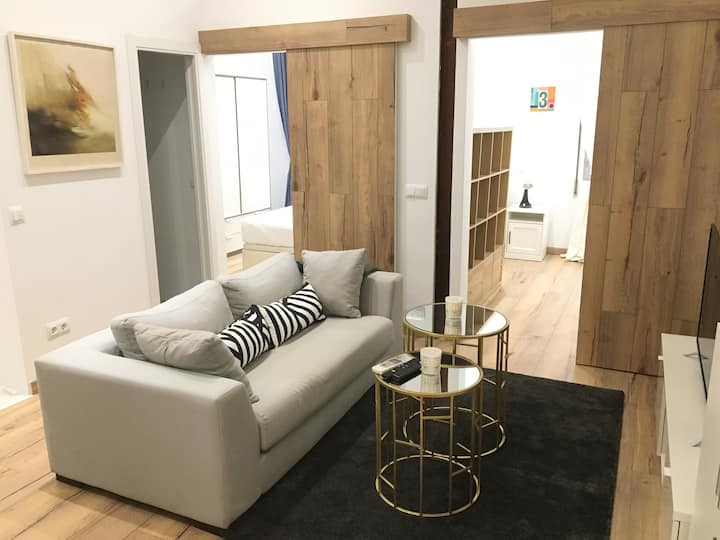 Modern flat 6 PAX-  well connected in Madrid RIO