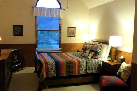Zion Canyon's contemplative whimsical inn (KE) - Rockville