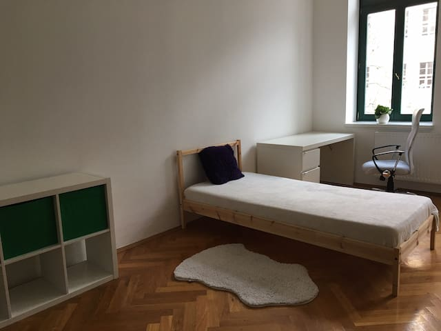 Zimmer gegenüber der Thomaskirche in Leipzig - Leipzig - Kondominium