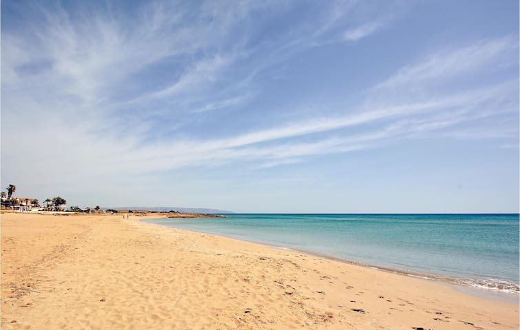 Holiday cottage with 2 bedrooms on 65m² in Punta Secca (RG)