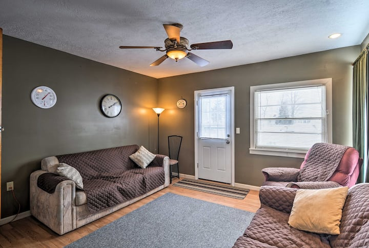 Pet-Friendly Cottage-Walk to Park & Houghton Lake