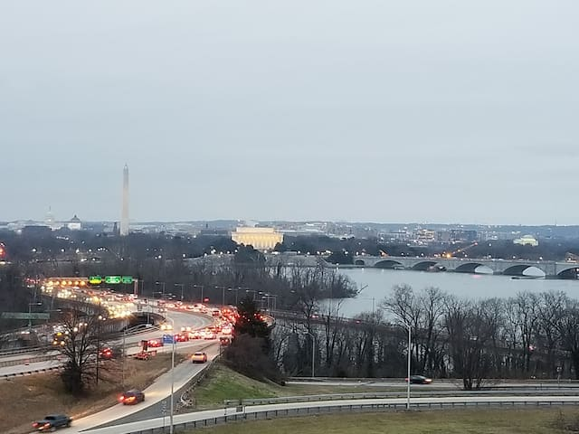 Arlington rental 5 mins to D.C! 3 MONTH MINIMUM