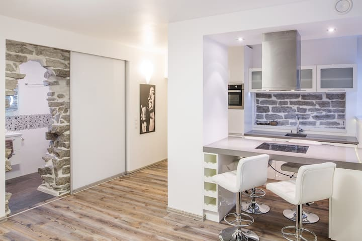 Charming city centre apartment/studio - Tallinn