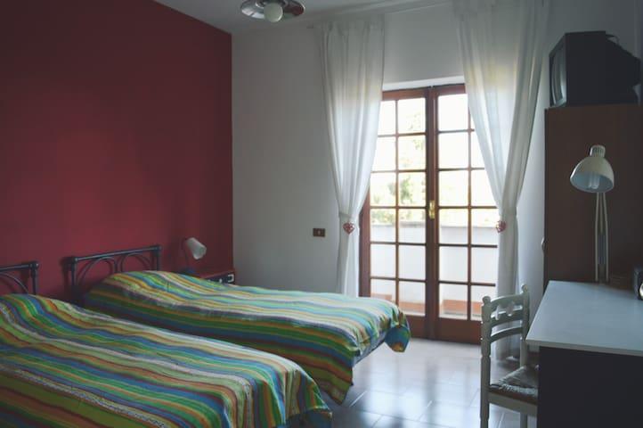 Stanza Rossa nella campagna di Roma - Cesano - Bed & Breakfast