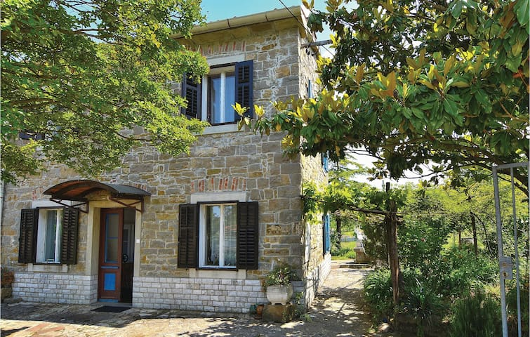 Semi-Detached with 3 bedrooms on 74m² in Dekani