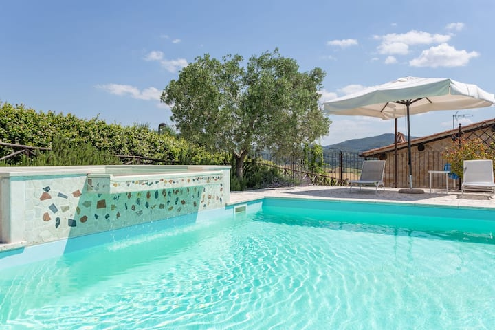 Lovely apartment in villa for 6 guests with hot tub, A/C, WIFI, pool, TV, panoramic view and parking