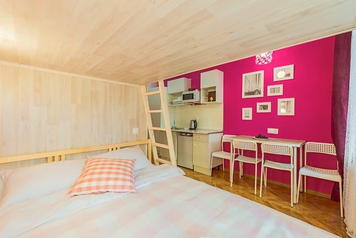 Bright studio apartment in the heart of SPb
