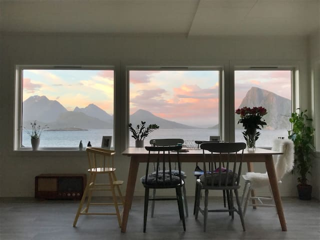 Wakeup Lofoten - Close to magnificent beach!
