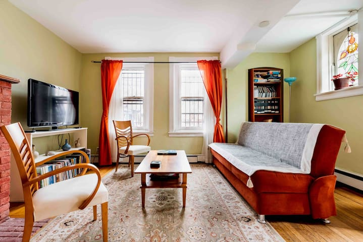 Cozy 1 Bdr in Beautiful Historic Hood Close to NYC