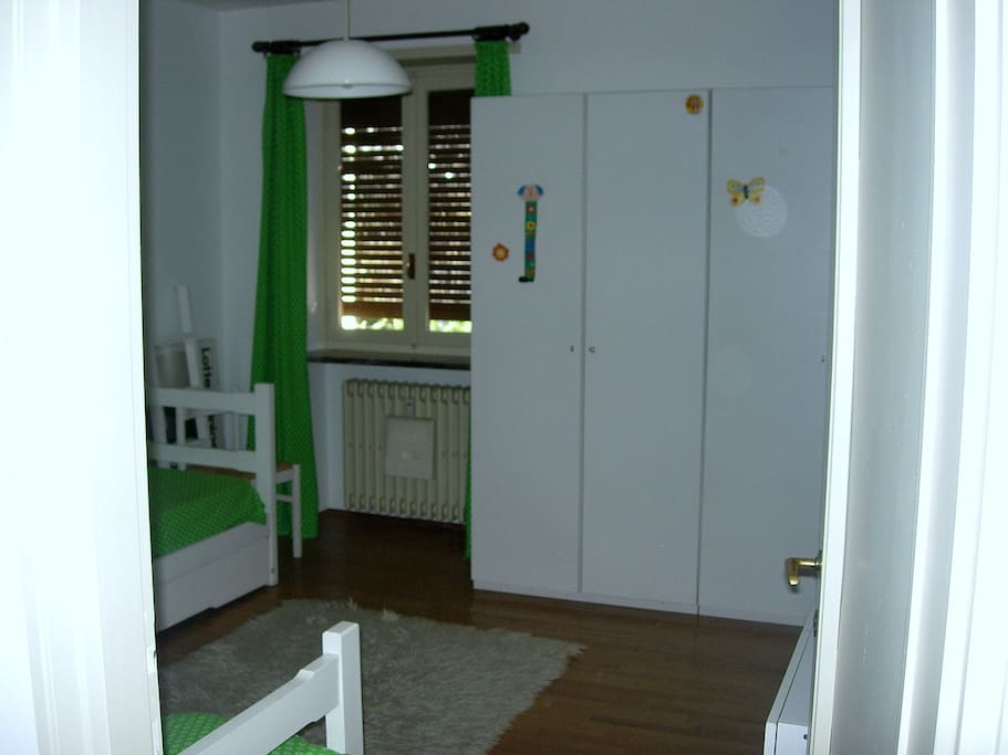 Camera da letto con tre letti